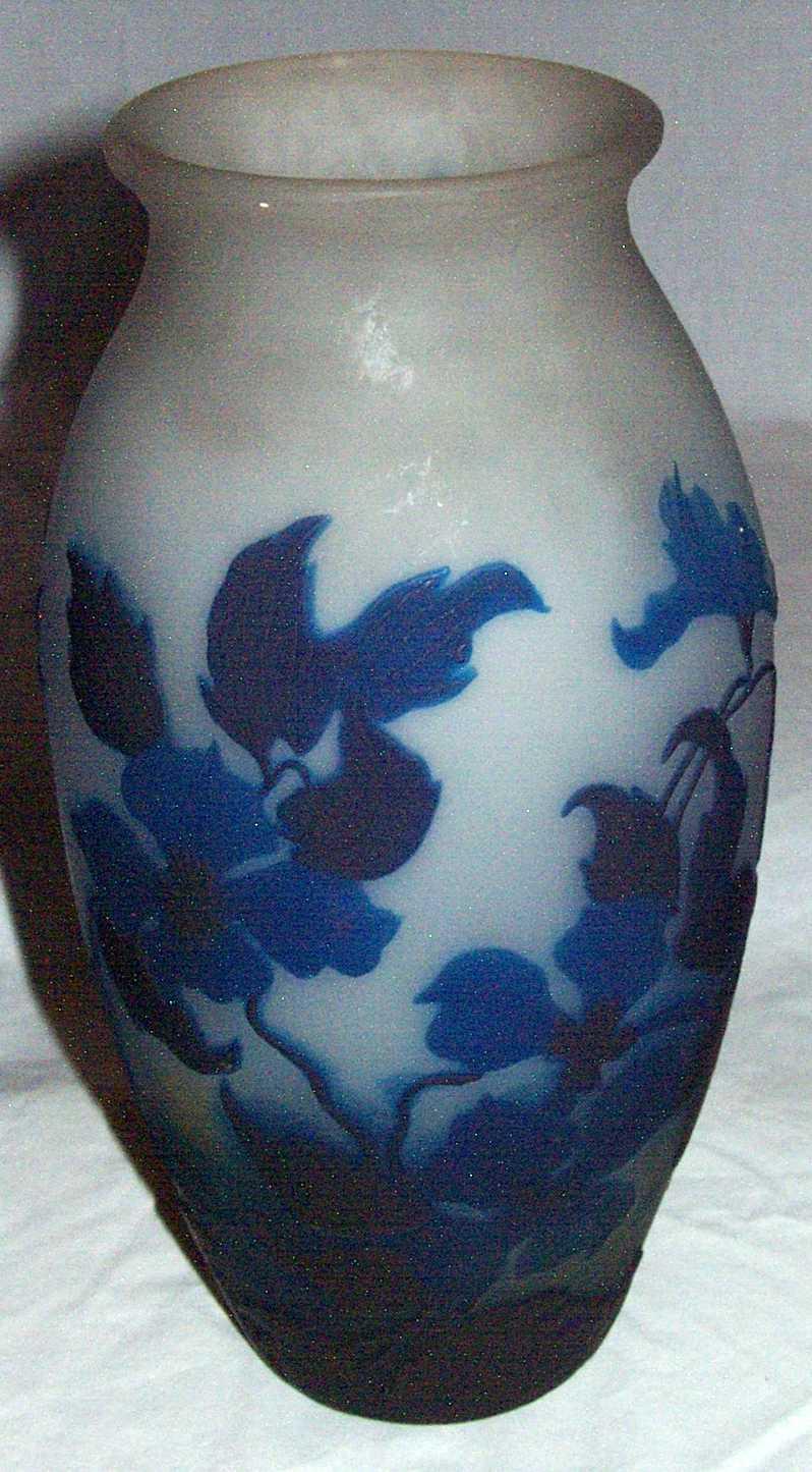 3120 White 3120 White Cameo Vase With